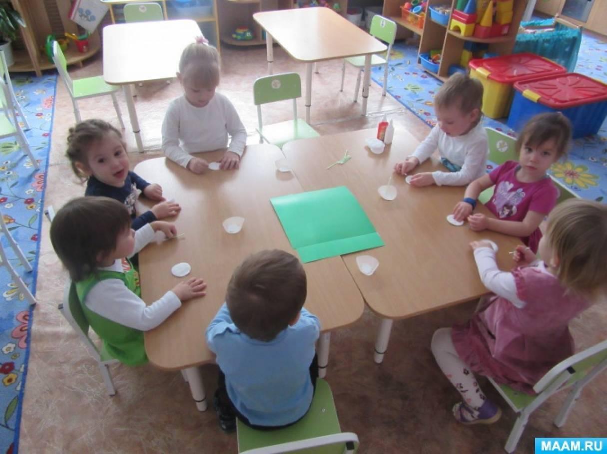 Мастер-класс по изготовлению поделки из ватных дисков с детьми первой младшей группы «Елочка нарядная»
