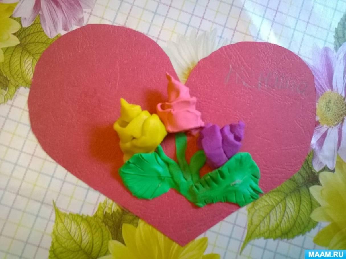 Мастер-класс «Маму милую люблю— ей сердечко подарю» (поделка из картона и пластилина)