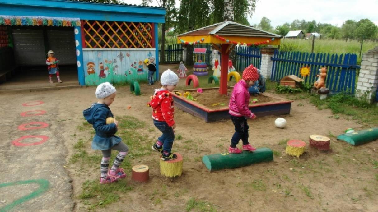Участок для прогулок в детском саду картинки