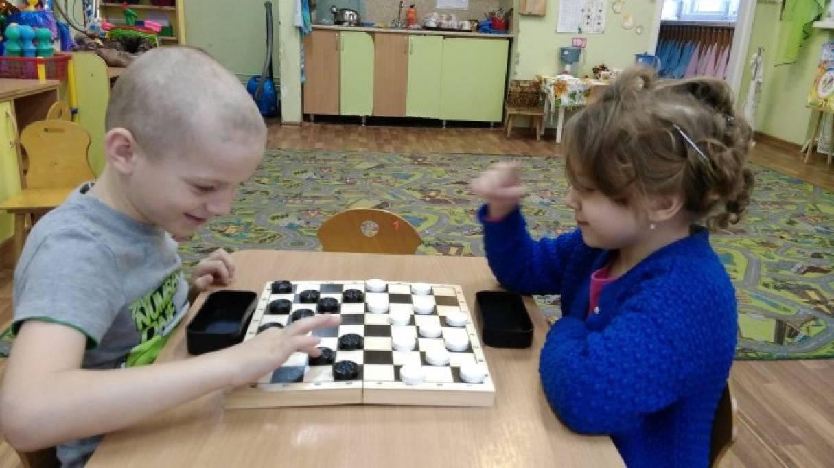 Конспект занятия для старшей группы «Учимся играть в шашки»
