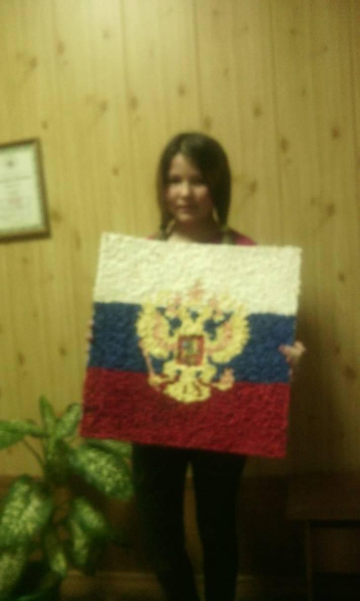 Коллективная работа с детьми к празднику 23 февраля. Аппликация из салфеток «Герб и Флаг Российской Федерации»