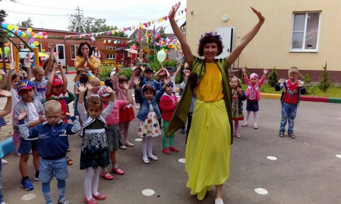 Праздник в День защиты детей «Сказочное путешествие по станциям»