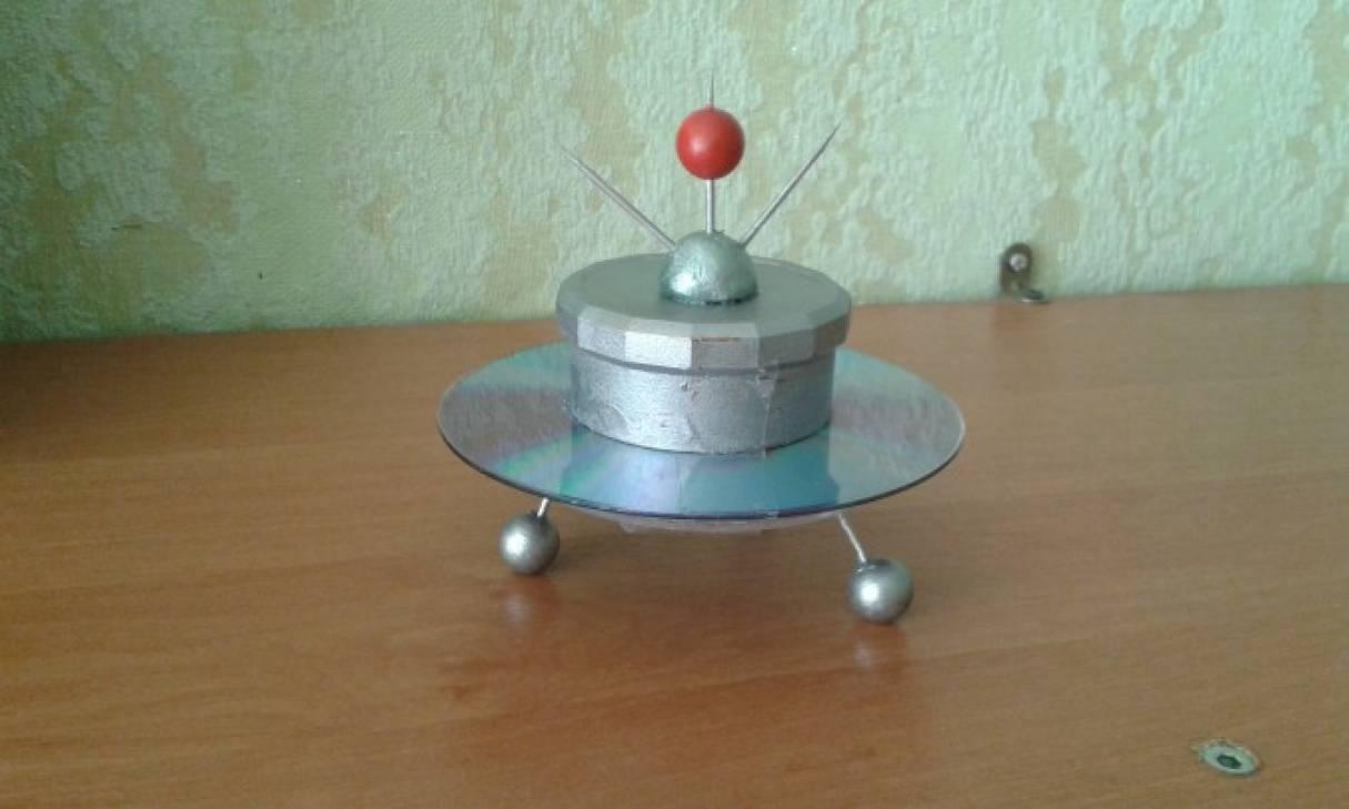 Фотоотчет «День космонавтики» (конкурс поделок, рисунков).
