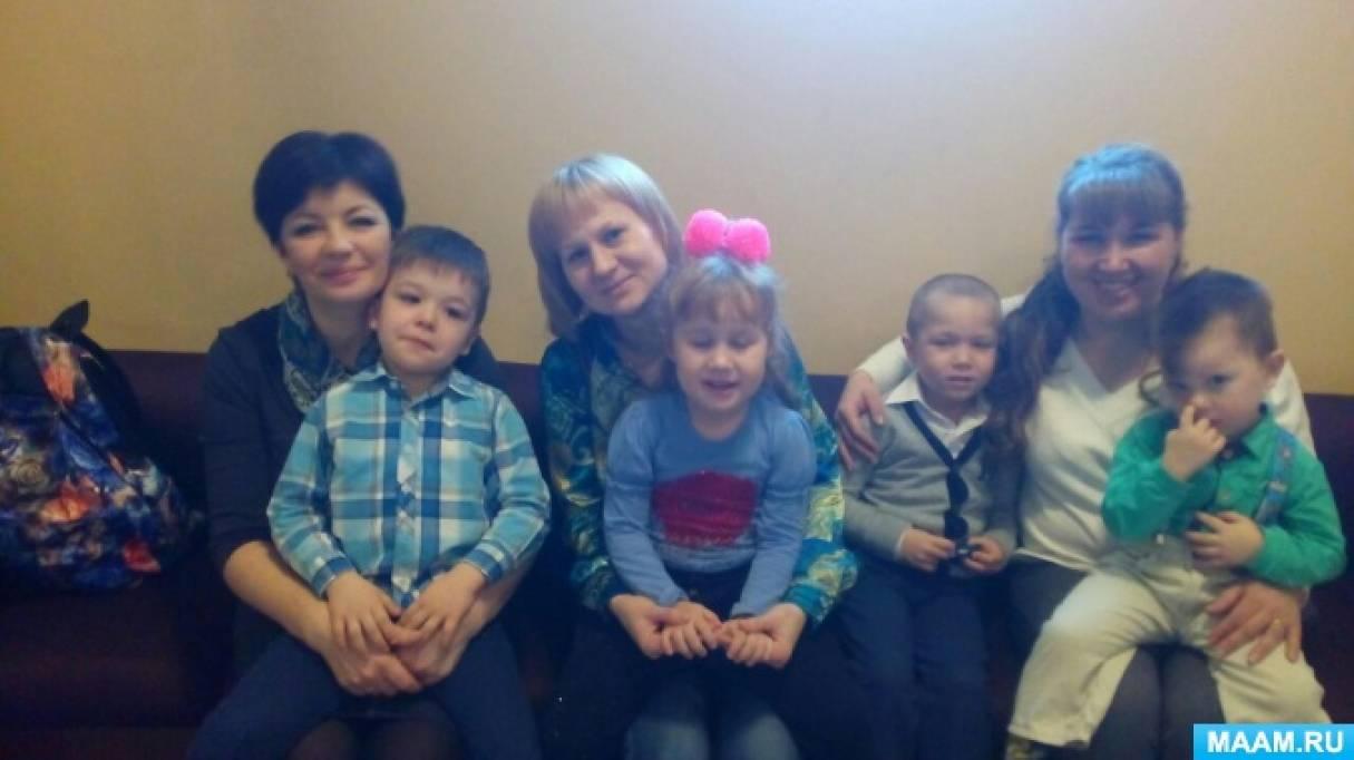 Фотоотчёт о походе в кукольный театр средней и второй младшей групп. Спектакль «Здравствуй, театр! Три поросёнка»