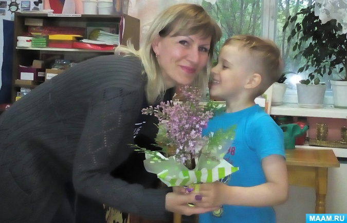 Фотоотчёт о мастер-классе для детей старшей группы «Весенний букетик для мамы»