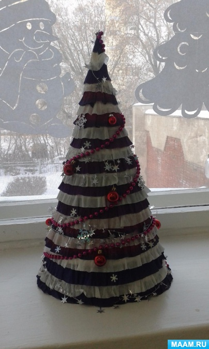 Фотоотчёт о создании поделок к Новому году «Маленькой ёлочке холодно зимой»