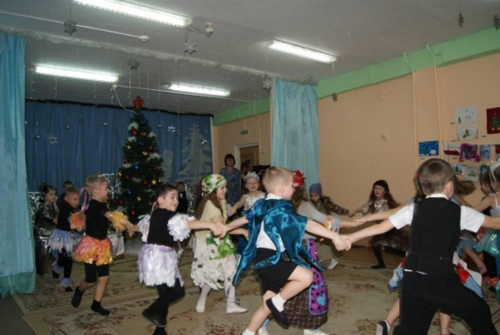 Фотоотчёт о новогоднем празднике «Путешествие к Деду Морозу» в подготовительной группе