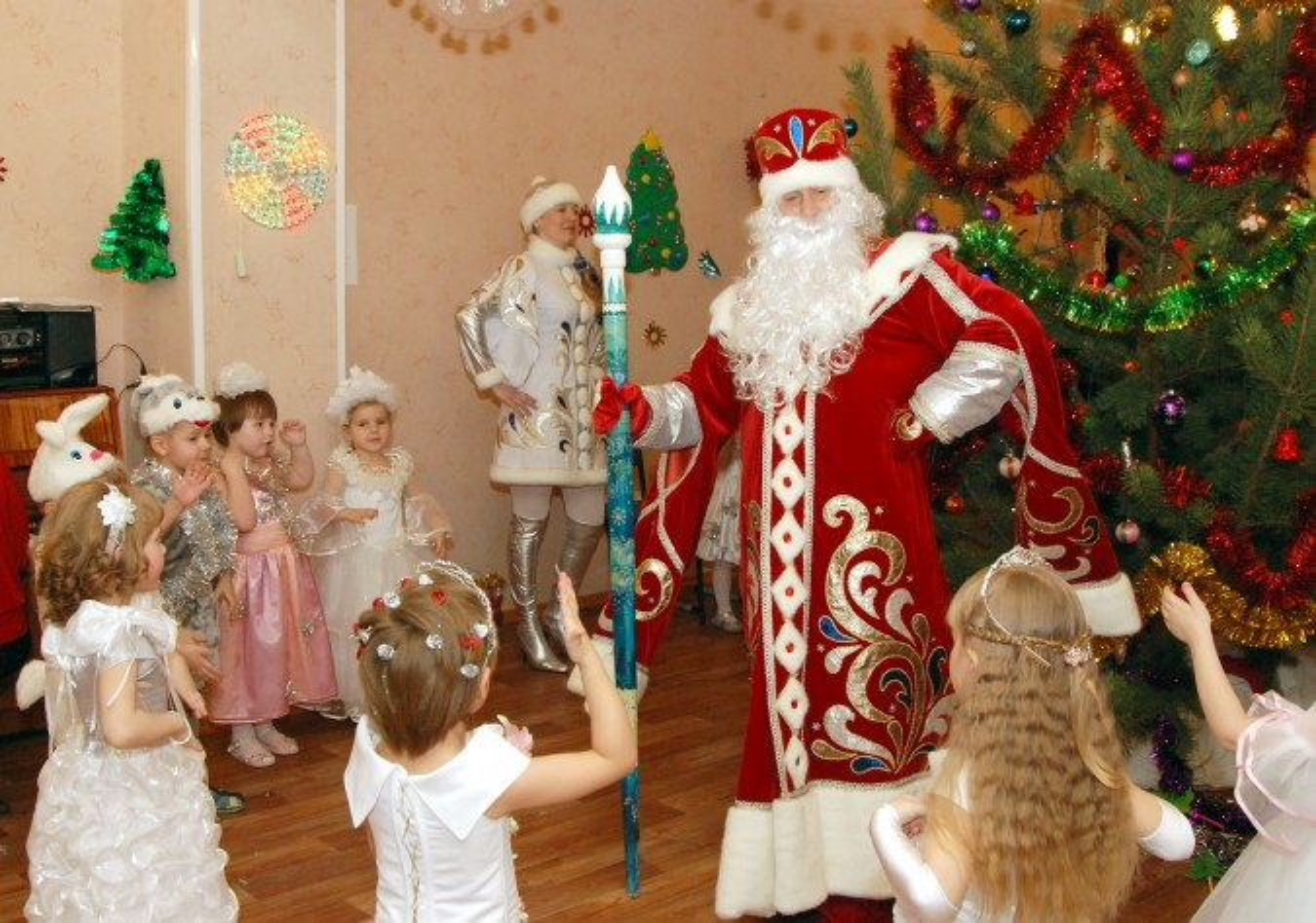 Смотреть Сценарий новогоднего утренника в детском саду Умка, Новый год - 2019 видео
