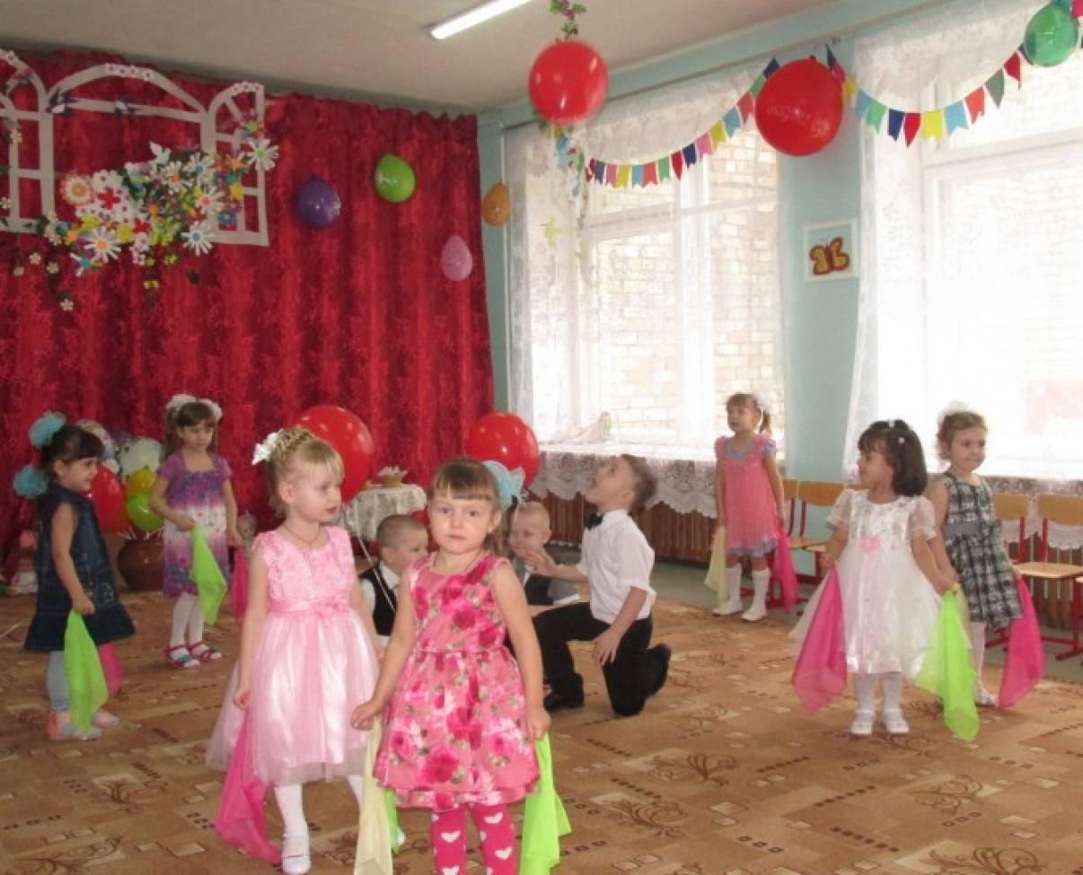 Сценарий праздника к 8 Марта в детском саду (средняя группа)