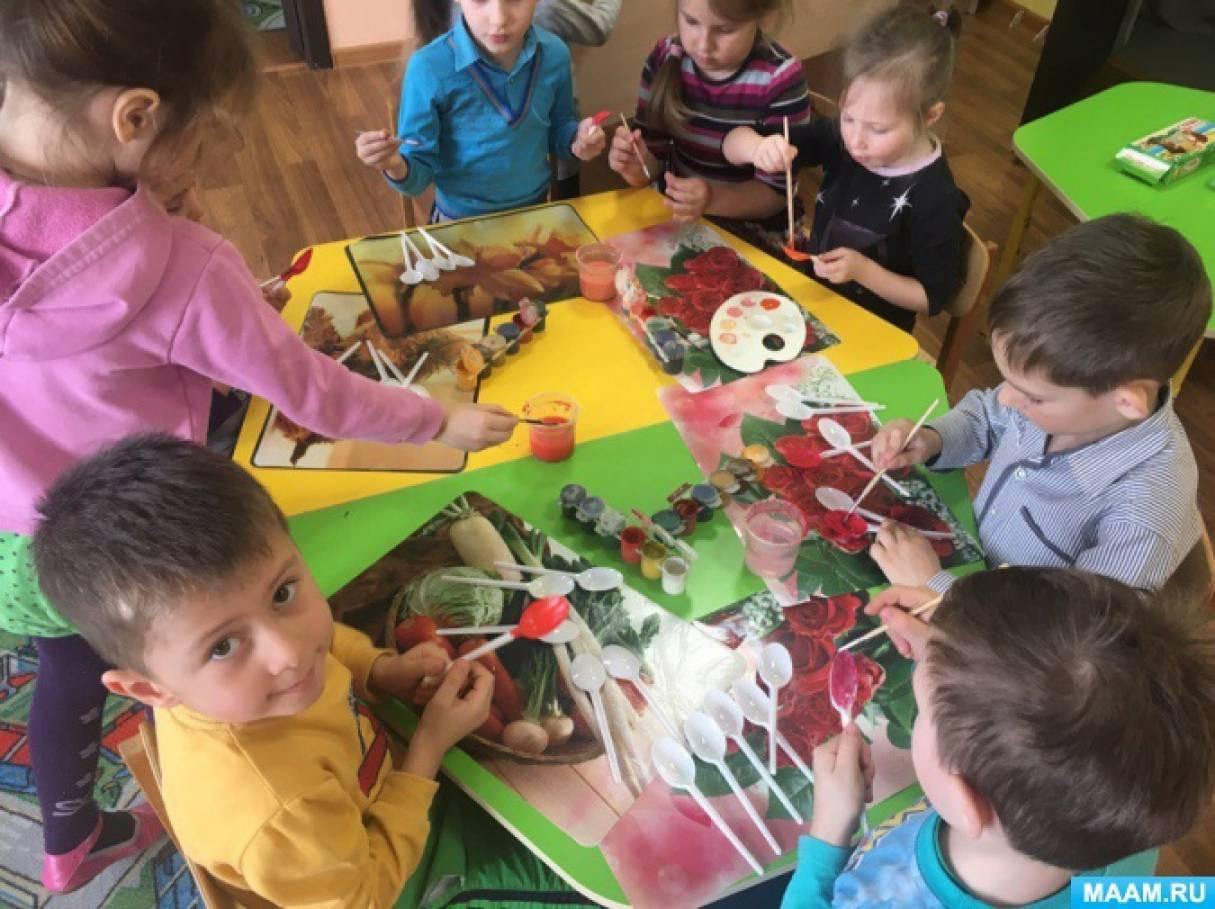 Изготовление подарков для мамочек и бабушек «Тюльпаны из одноразовых ложек»