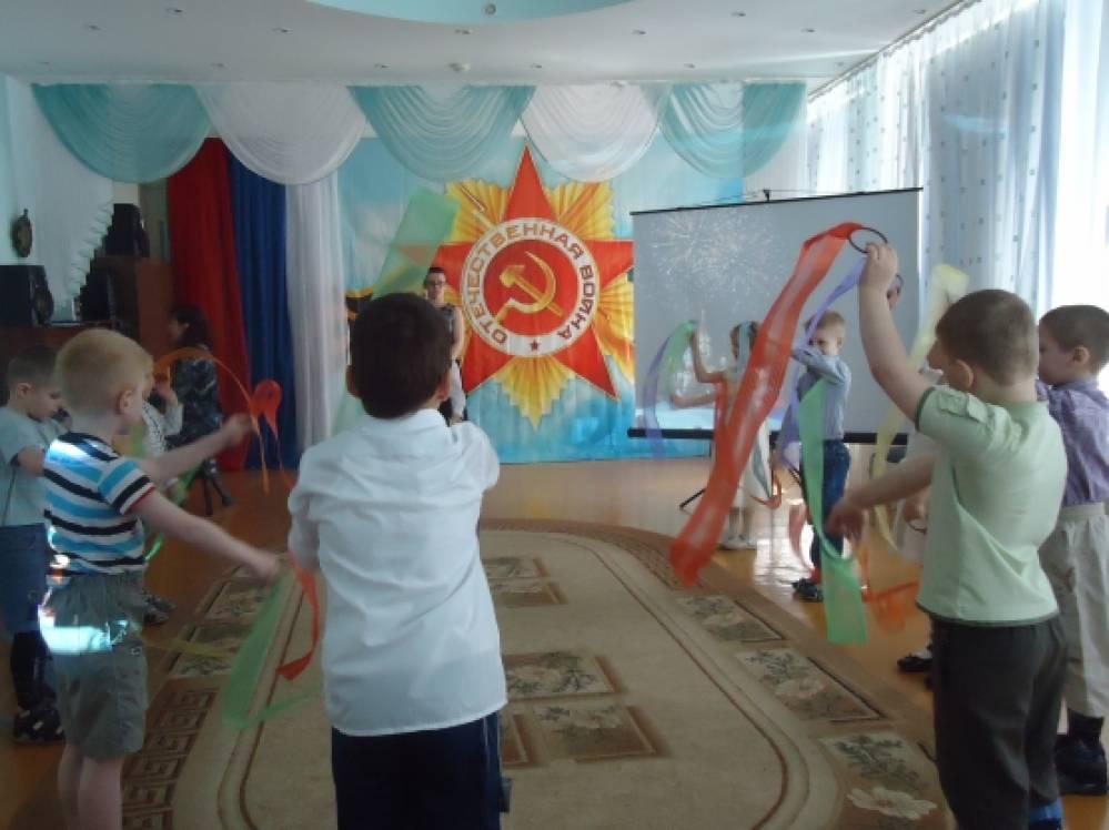 Сценарий на 9 мая в детском саду старшая группа видео