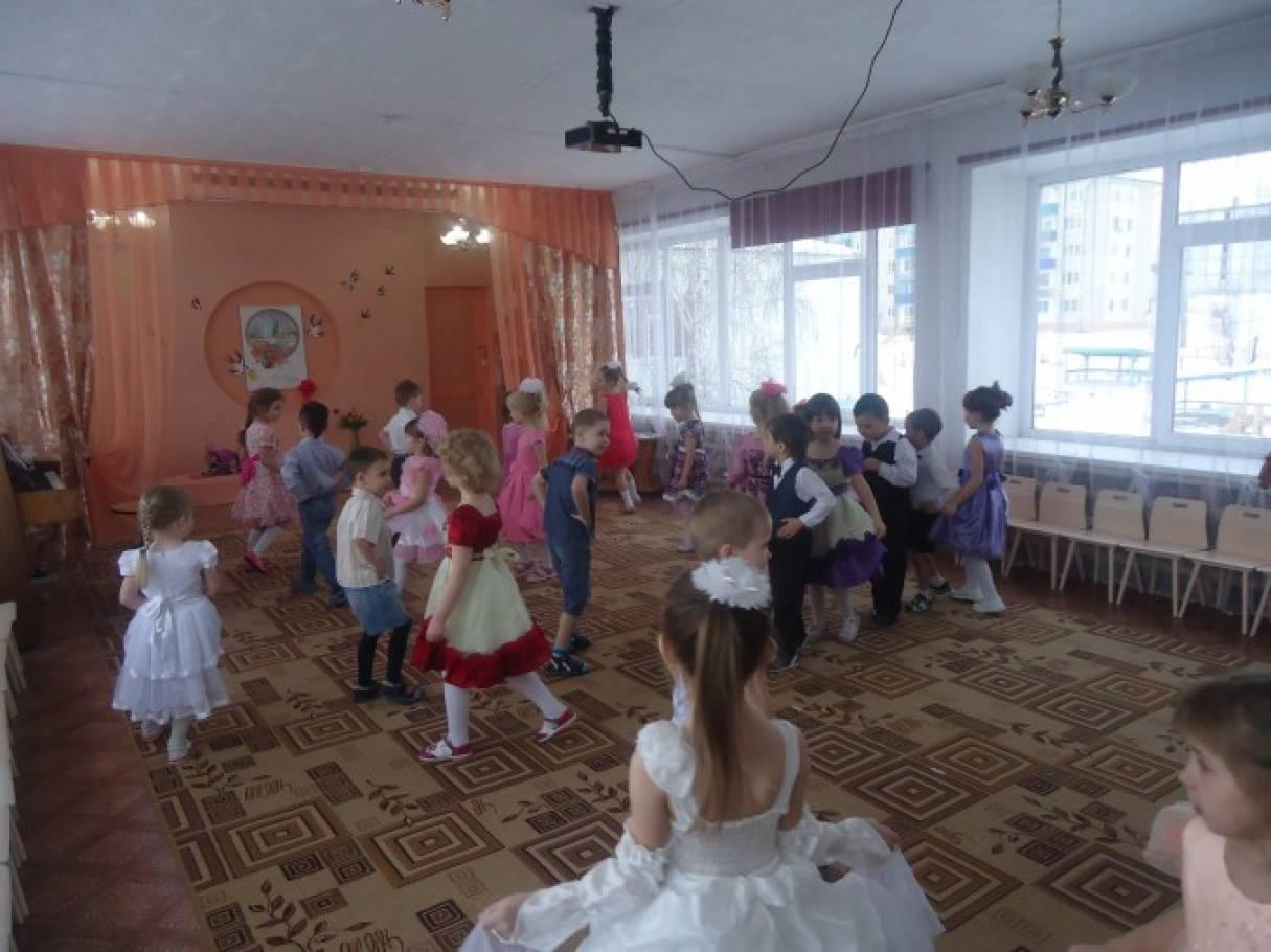 Фотоотчет праздника для детей и родителей «Мамин праздник»