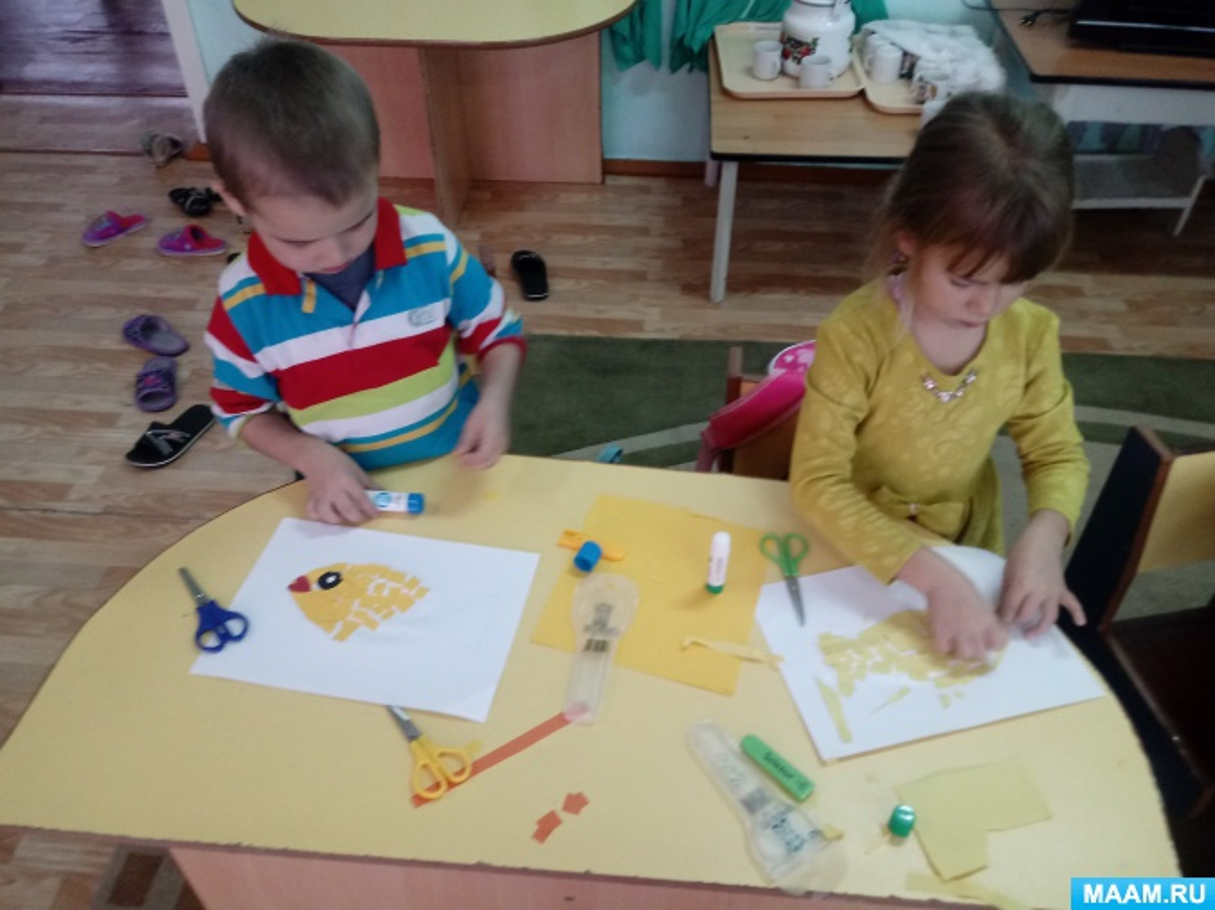 Разработка занятия по аппликации в классе предшкольной подготовки «В гостях у золотой рыбки»