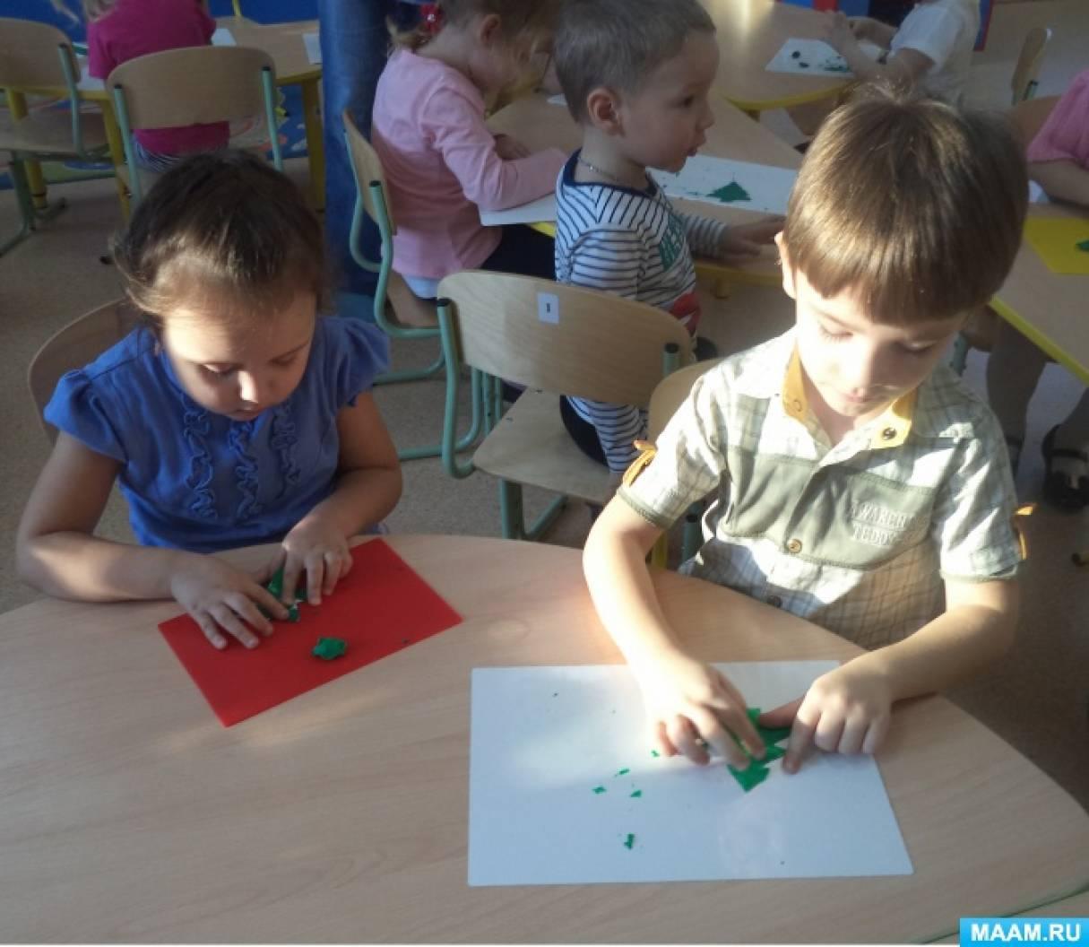 Хороша, зелена елочка-красавица! Фотоотчет о занятии по лепке «Новогодняя елочка» во второй младшей группе