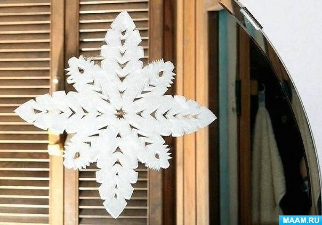 Как сделать снежинки на окне из зубной пасты видео