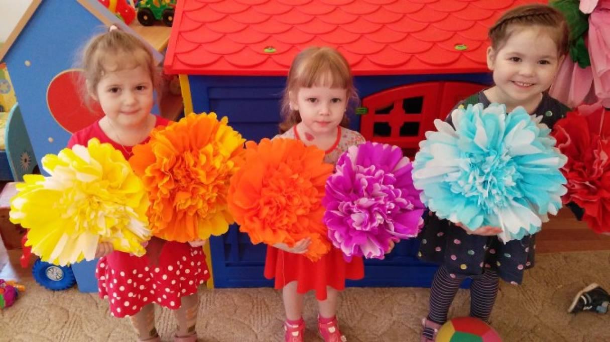 Мастер-класс по изготовлению объёмных цветов из гофрированной бумаги для украшения группы и зала