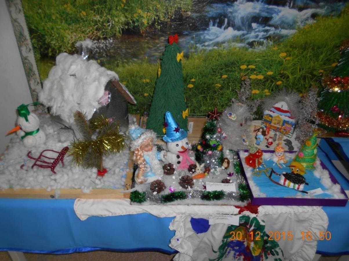 Фотоотчёт о проведении выставки детско-родительских творческих работ «Мастерская Деда Мороза»