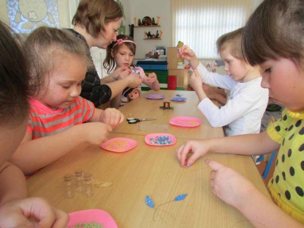 Бисероплетение в детском саду. Готовим подарки к 8 марта