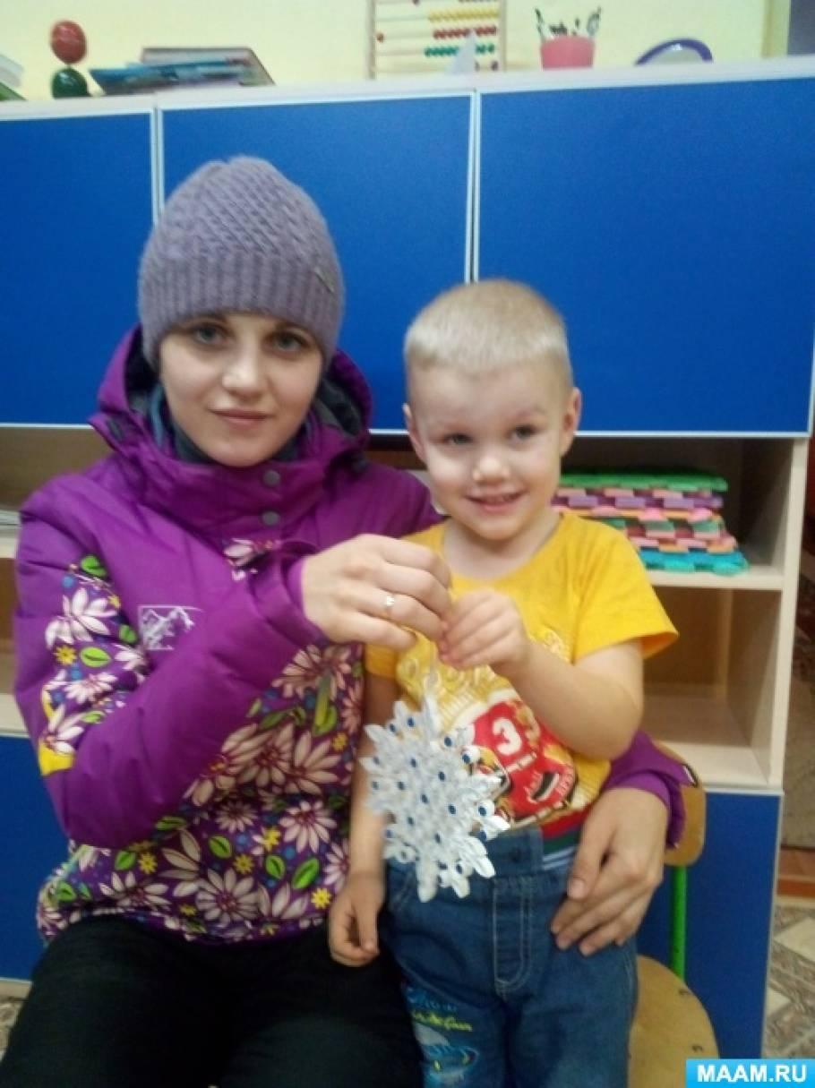 Фотоотчёт о выставке творческих работ, изготовленных родителями совместно с детьми «Фестиваль снежинок»