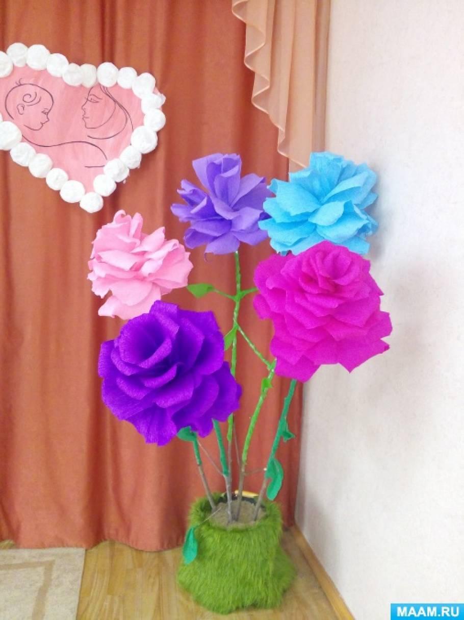Украшение зала к Дню матери. Изготовление больших цветов из гофрированной бумаги