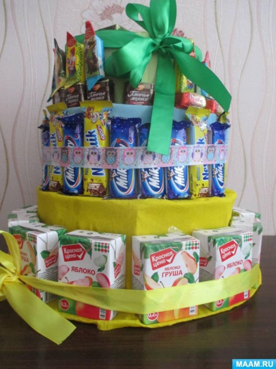Торт из сладостей и конфет на день рождения