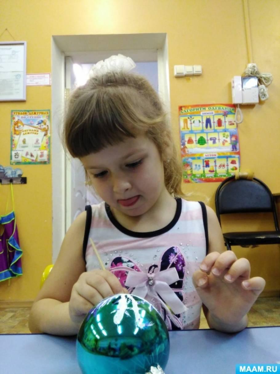 Фотоотчет о мастер-классе от родителей «Роспись ёлочной игрушки-шарика»