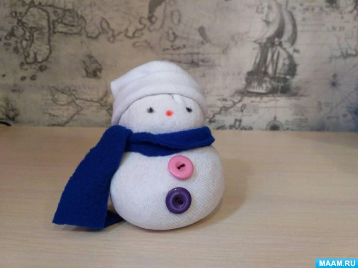 Мастер-класс по изготовлению снеговичка из носков