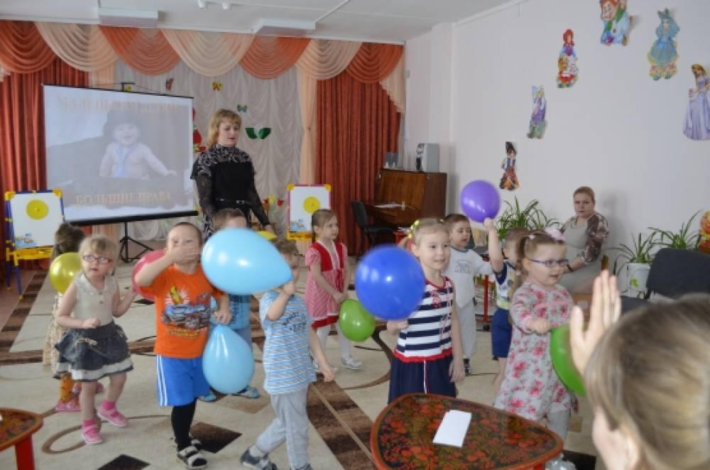 Деловая игра совместно с детьми и родителями «Маленьким детям-большие права»