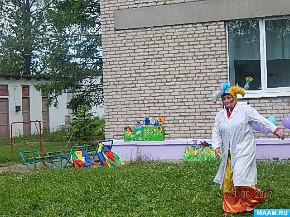 Фотоотчет о летнем спортивном развлечении для детей среднего и старшего дошкольного возраста. «Волшебные краски и клоун»
