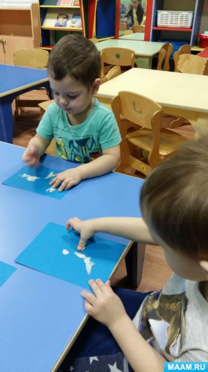 Работа детей ясельной группы «Снежинки» с использованием пластилина