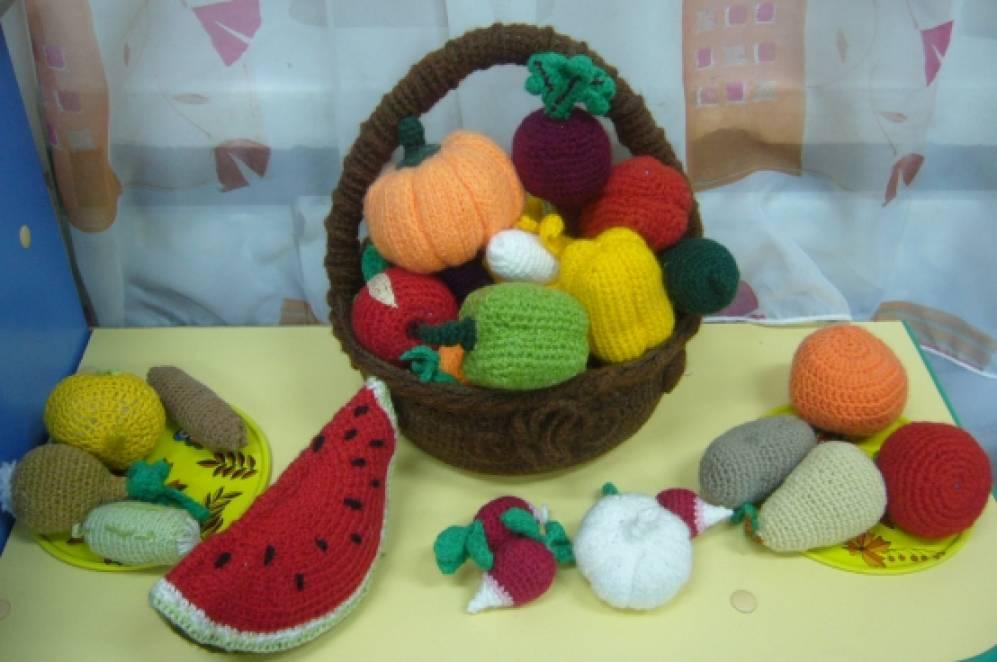 Вязаные овощи, фрукты и другие продукты