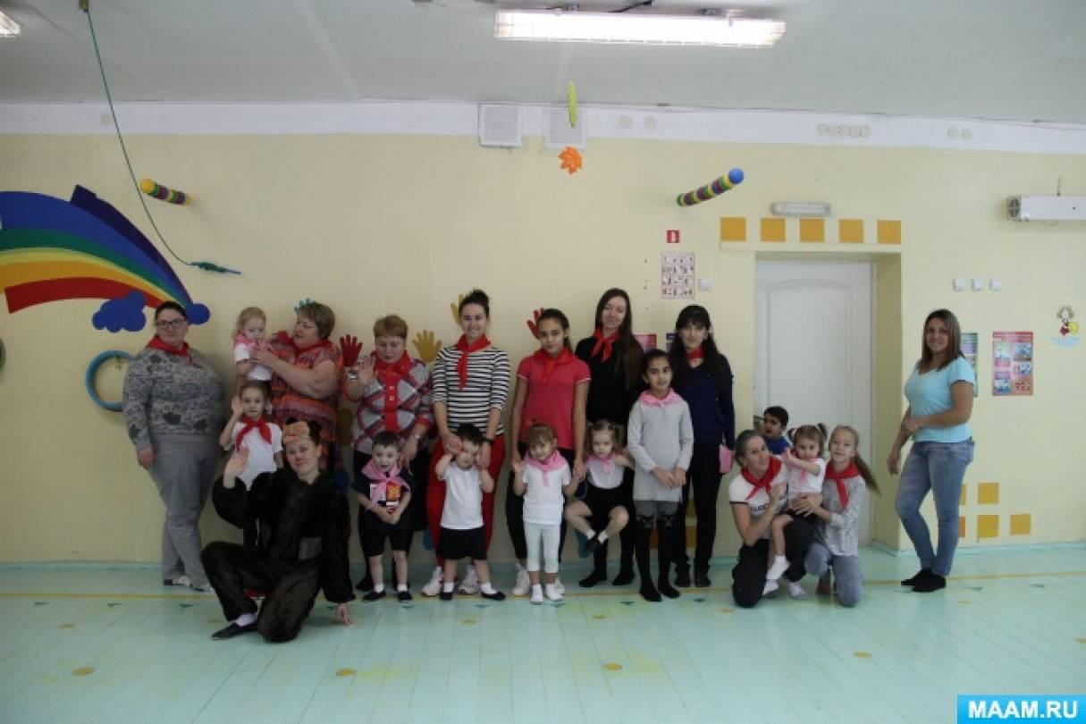 Семейный спортивный досуг в рамках детско-родительского клуба для детей вторых младших групп «Мамины помощники»