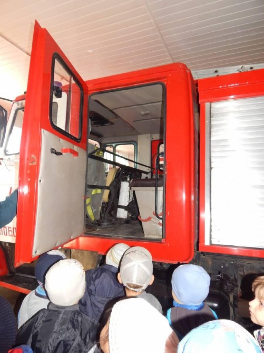 Фото детей с экскурсии пожарной части 100