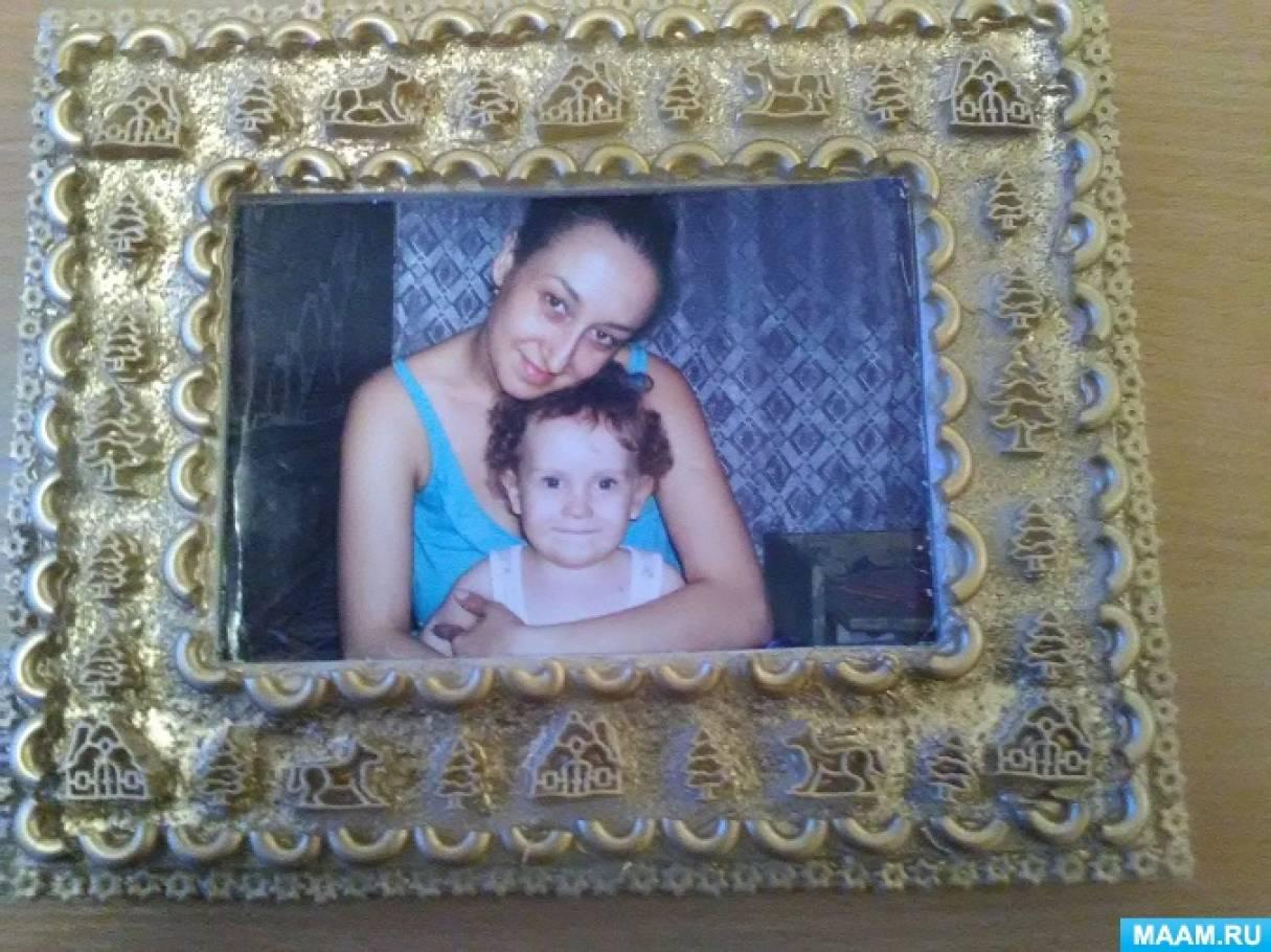 Рамочки для фотографий из потолочных плит, украшенные макаронами