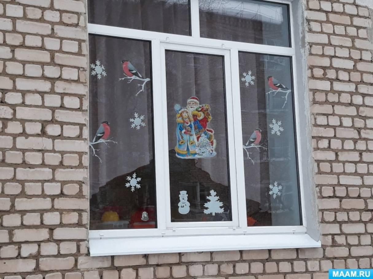 Украшаем окна новогодними вытынанками