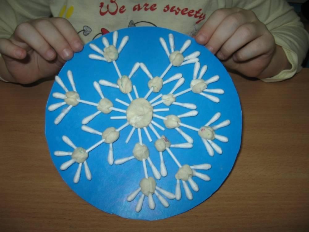 Как сделать снежинку из дисков ватных дисков