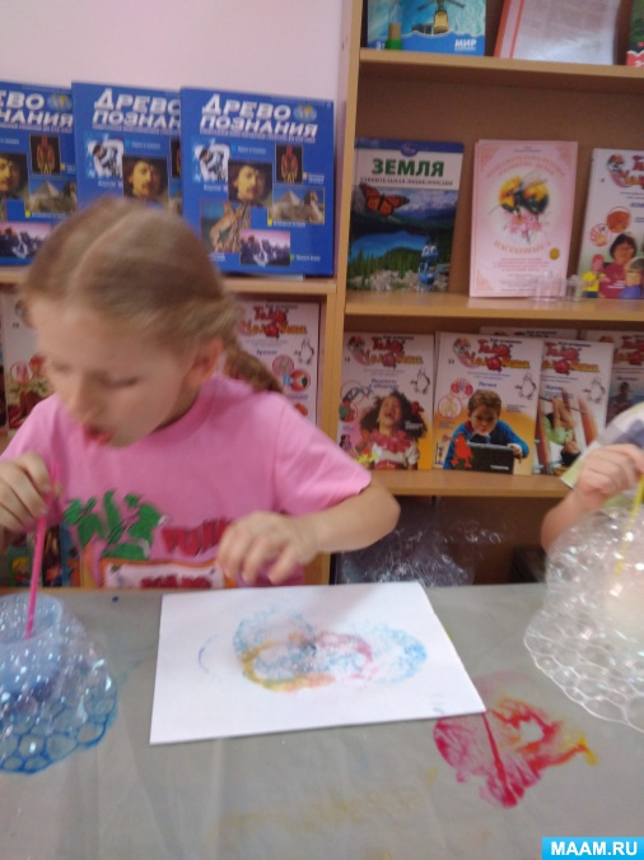 Занятие в кружке мастерская чудес. Рисование мыльными пузырями