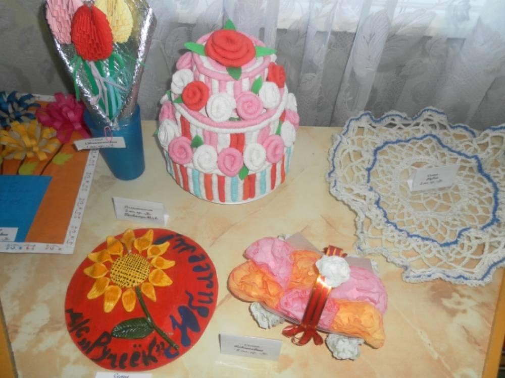 Выставка поделок к юбилею детского сада. Воспитателям детских