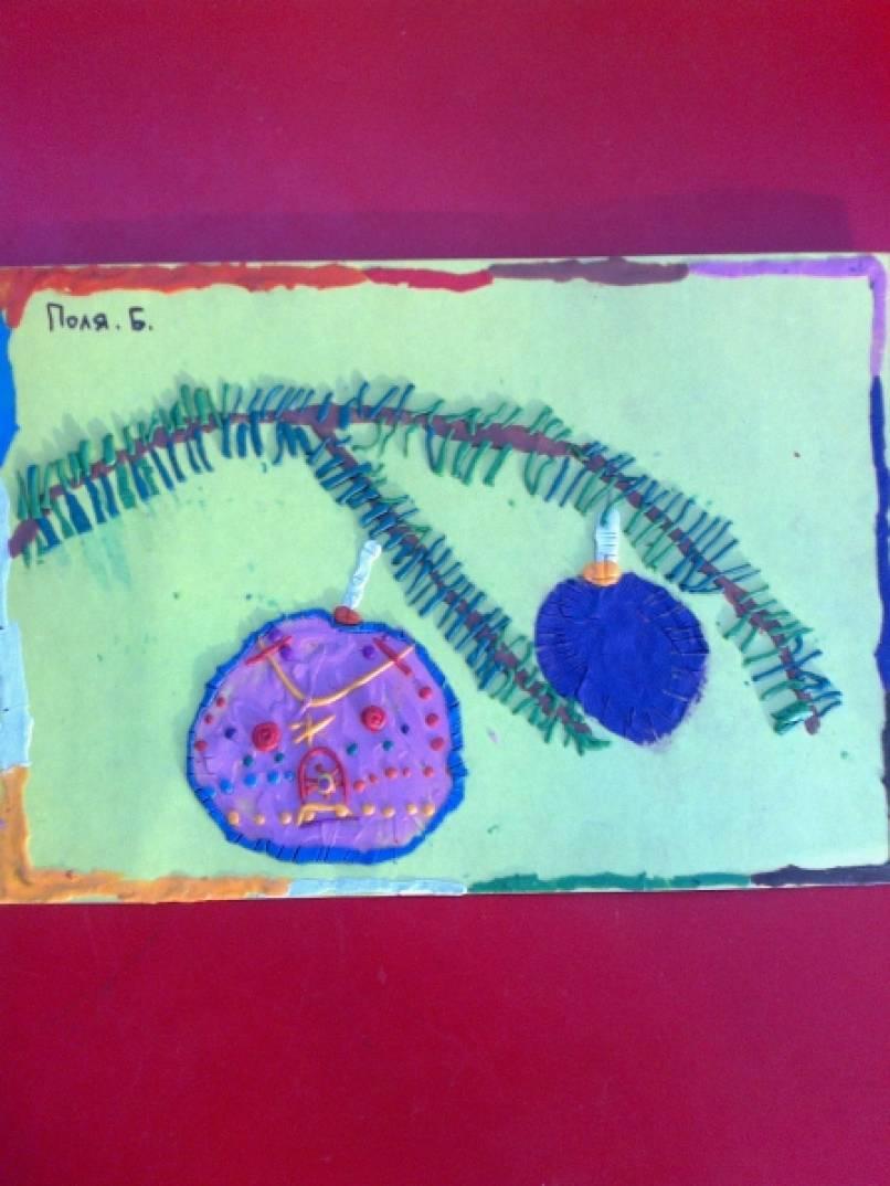Поздравительная открытка в технике пластилинографии «Еловая ветка с шарами».
