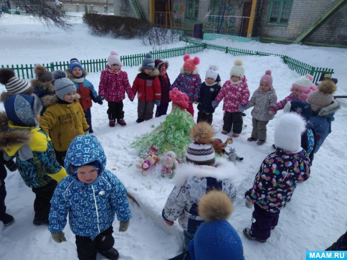 Прогулка с детьми первой младшей группы «Снежные фигуры»