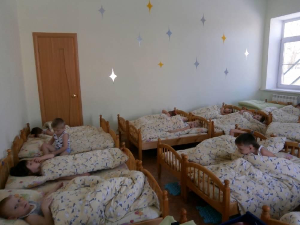 Сон ребенка в детском саду в яслях
