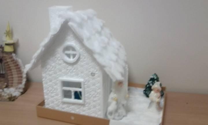 Домик деда мороза из потолочной плитки своими 156