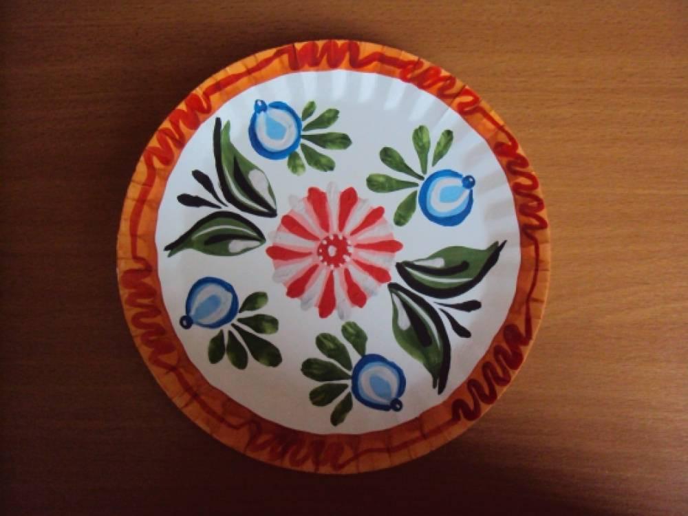 Тарелка с городецкой росписью