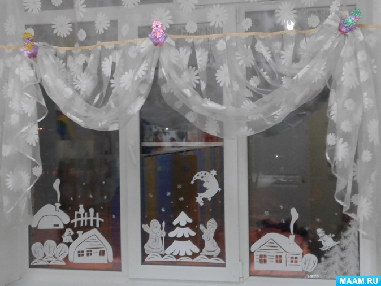 Новогоднее оформление приемной в детском саду