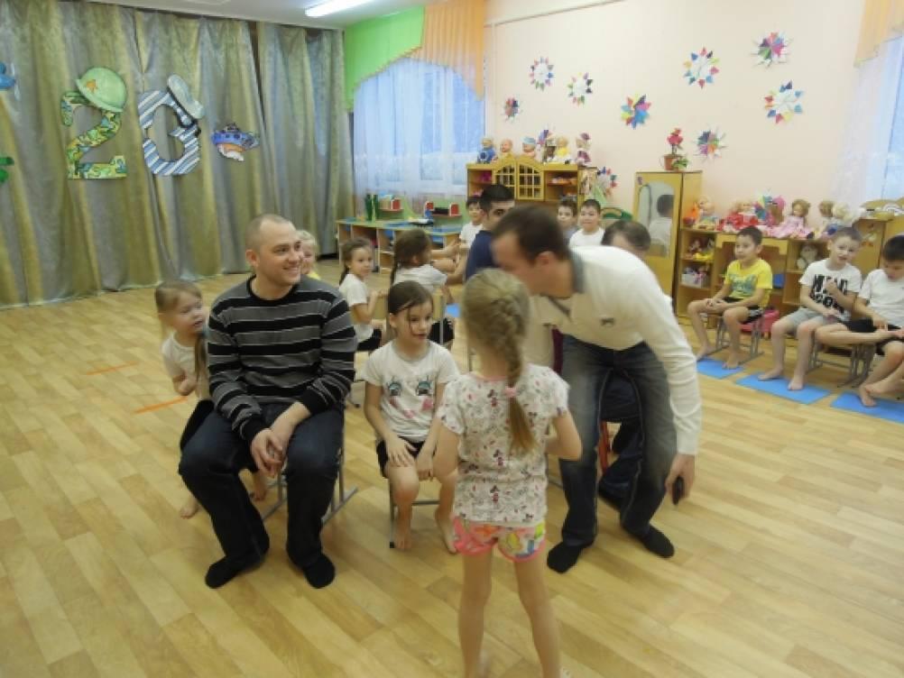Сценарий спортивного праздника с участием родителей к Дню защитника Отечества для детей подготовительной группы