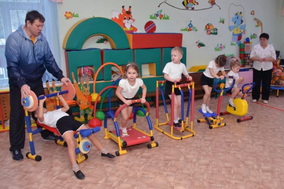 Оборудование спортивной площадки в детском саду своими руками