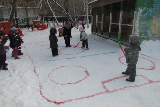 Спортивная площадка зимой в детском саду фото
