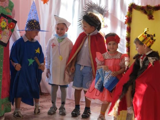 «Приключения в сказочном королевстве с царевной Веселинкой». Сценарий осеннего спектакля в старшей группе