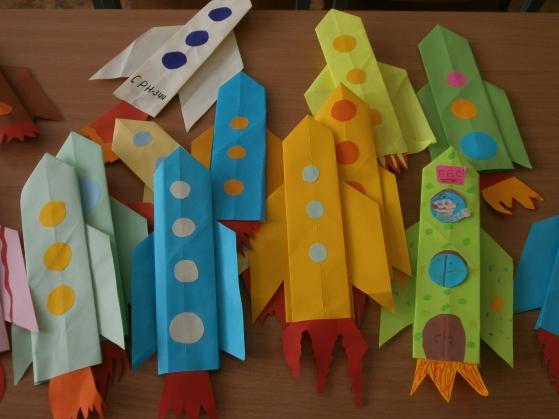 Опубликовано: 29 марта 2013.  Поделки ко Дню Космонавтики (оригами, аппликация, мастер-класс) .