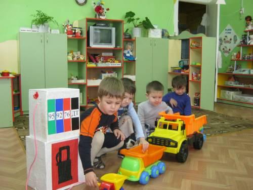 Бензоколонка для детского сада своими руками
